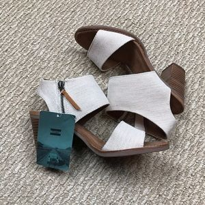 NWT Toms wedges shoes size 8